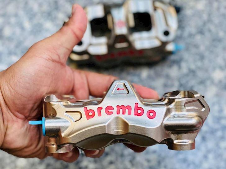 heo phanh đối xứng, Brembo